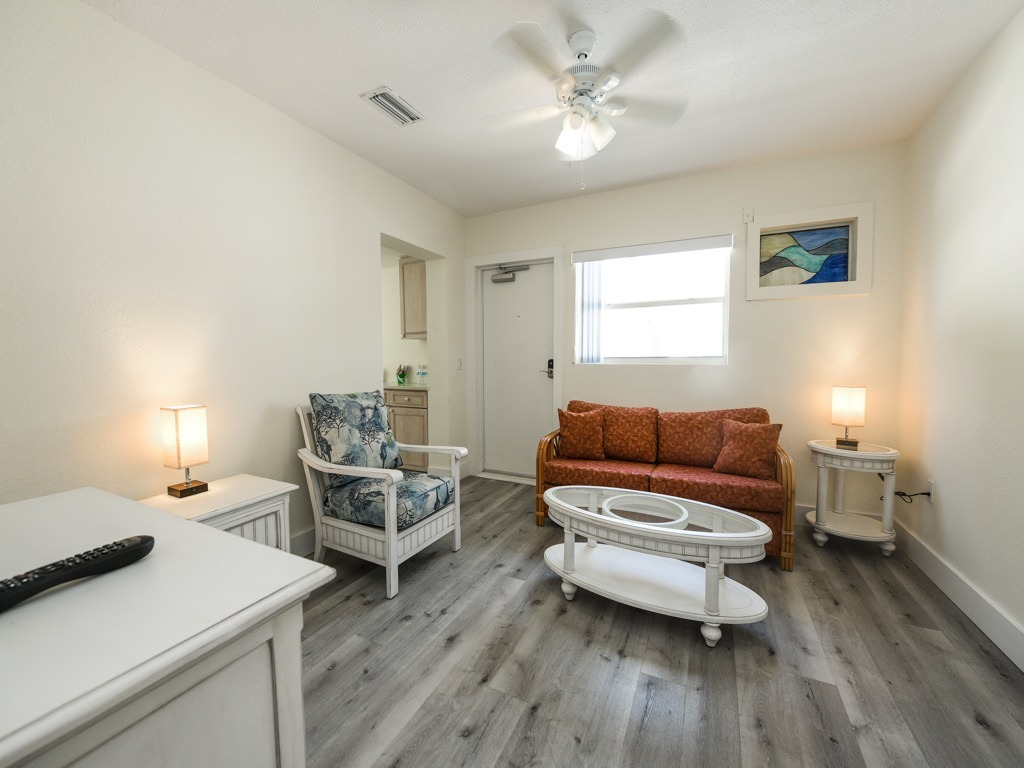One Bedroom Suite Poolside - Siesta Key Vacation Rentals