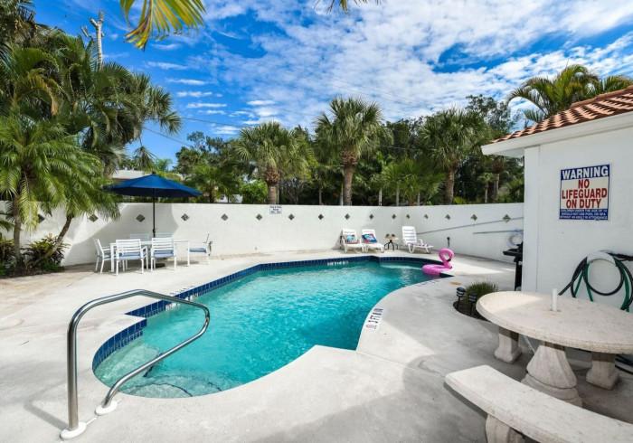 2 Bedroom, 2 Bath-Poolside
