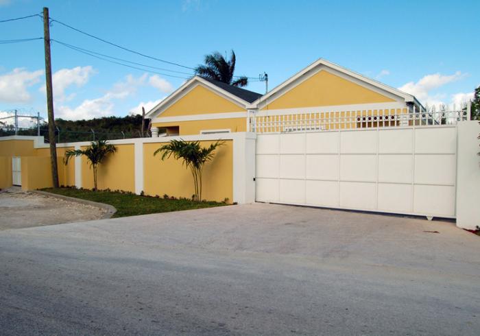 Brownstone Guesthouse At Hamster Road Nassau Bahamas Best Price Guarantee
